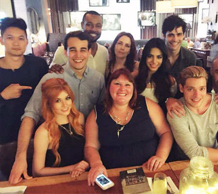 shadowhunters-cast-with-cassandra-clare